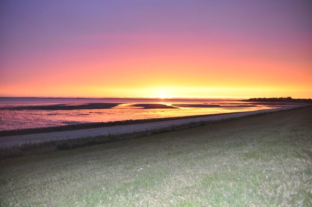 solnedgang ved stranden